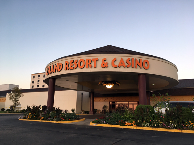 Island Resort & Casino 1